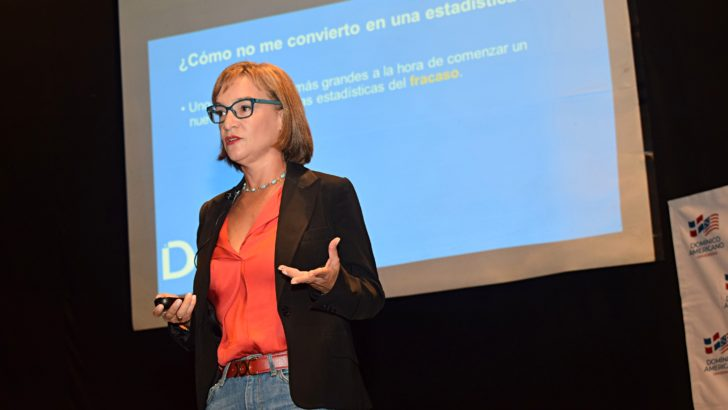 Domínico Americano imparte conferencia para emprendedores