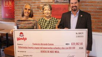 """Wendy´s entrega donativo a Fundación """"Abriendo Camino"""""""